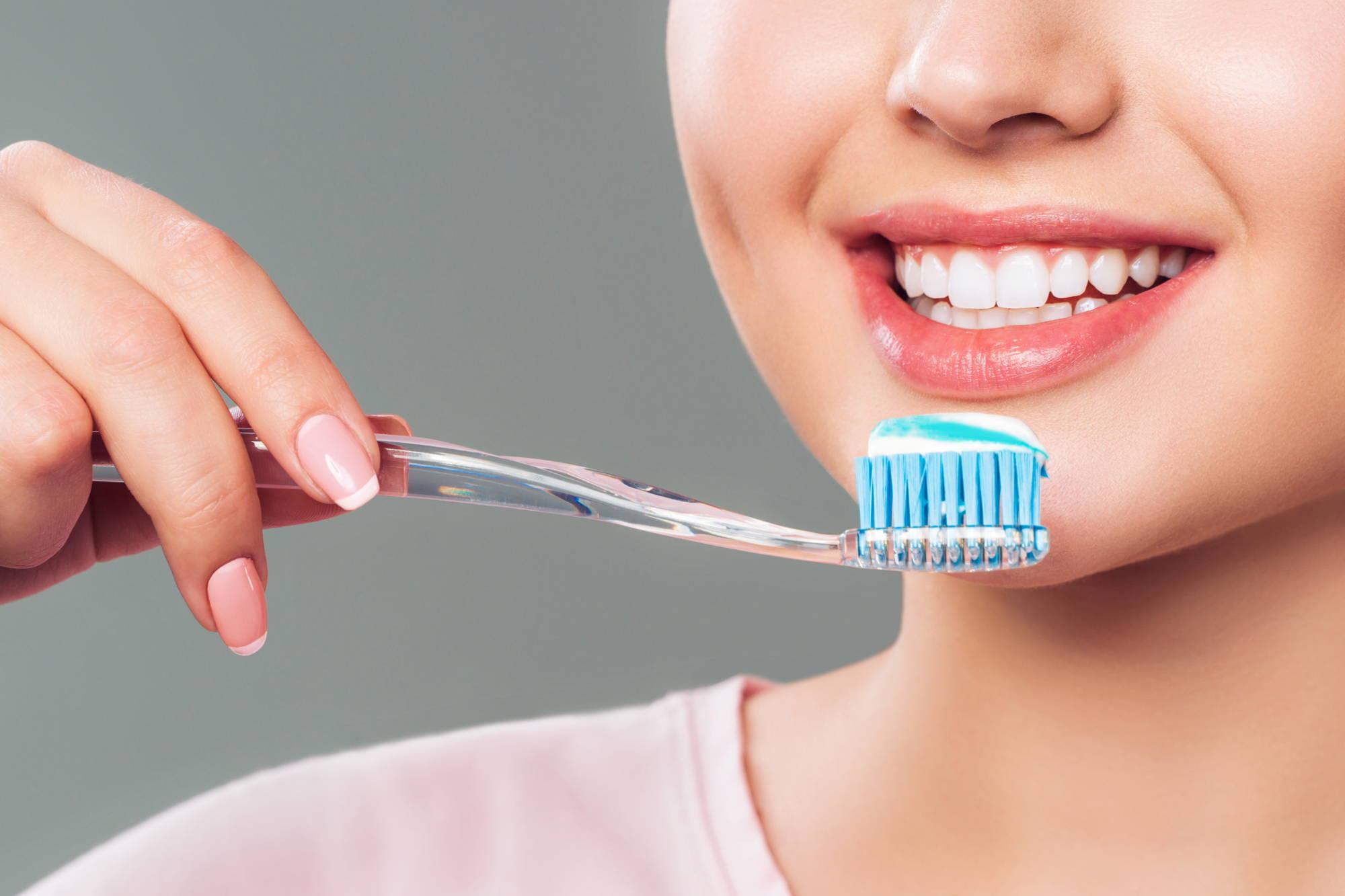 jak wybrać najlepszą pastę do zębów dentysta