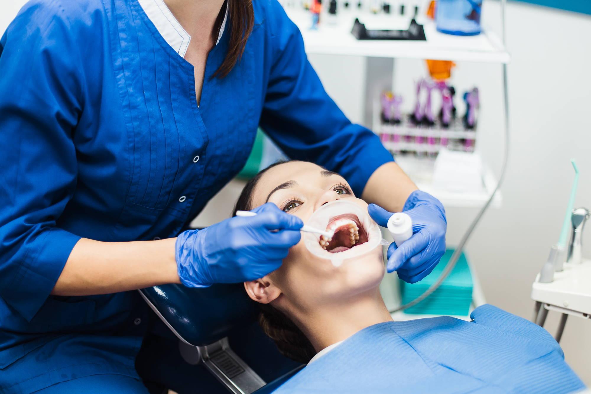 Znieczulenie u dentysty - rodzaje i zastosowania znieczuleń w gabinecie stomatologicznym